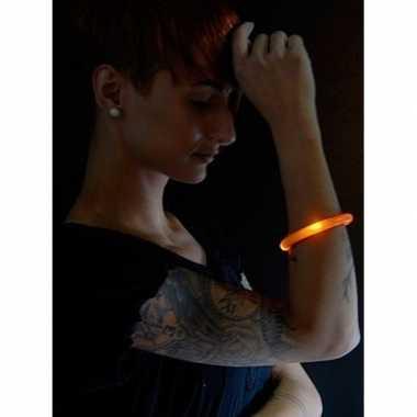 Camping 2x feest/party oranje armbanden met led lampjes voor dames/he