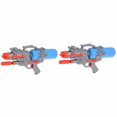 Camping 2x kinderspeelgoed waterpistooltjes/waterpistolen met pomp 46 cm oranje/blauw kopen