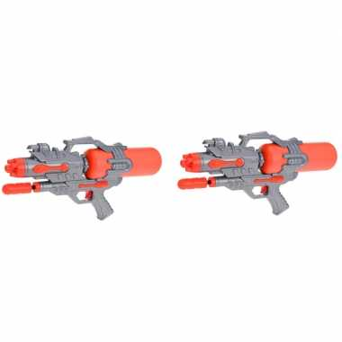 Camping 2x kinderspeelgoed waterpistooltjes/waterpistolen met pomp 46 cm oranje kopen
