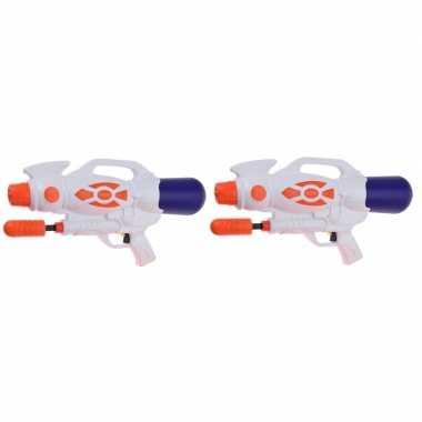 Camping 2x kinderspeelgoed waterpistooltjes/waterpistolen met pomp 47 cm oranje kopen