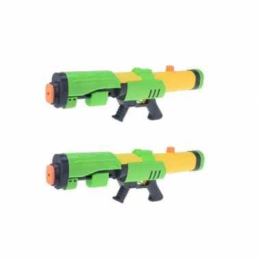 Camping 2x kinderspeelgoed waterpistooltjes/waterpistolen met pomp 63 cm groen/geel kopen