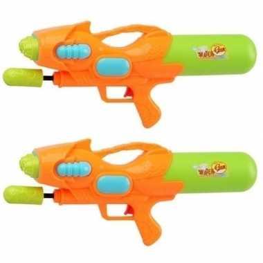 Camping 2x speelgoed waterpistolen met pomp oranje/groen 47 cm kopen