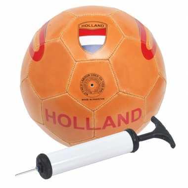 Camping oranje voetbal met handpomp kopen
