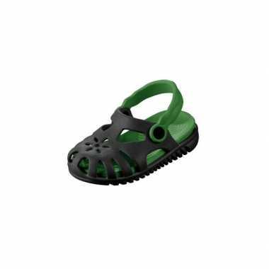 Camping  Zwart/groene kids waterschoen sandalen met bloemetje kopen